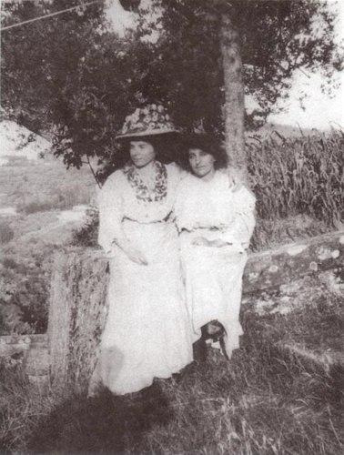 HarrietLevy&AliceToklas,Fiesole,Italy1909.jpg